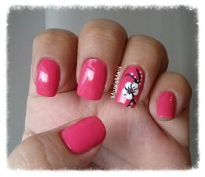 hot pink and white flower mani